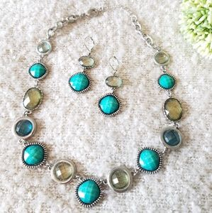 3/$10! 💙💚Necklace and earrings set